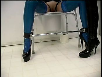 Slave gets her ass drilled in the toilet